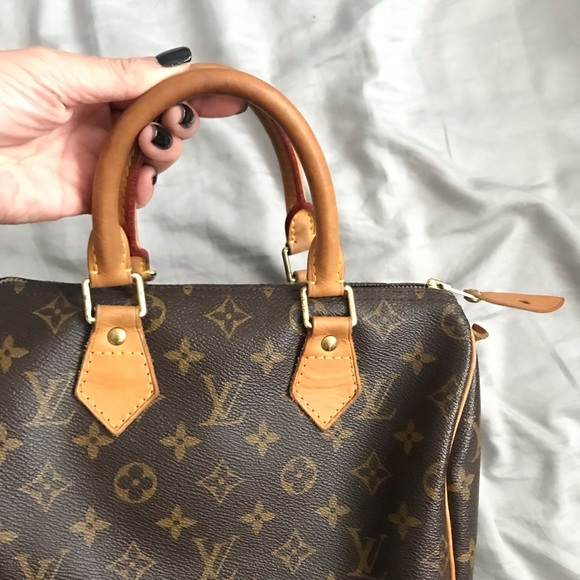 bd2c68010a59 Louis Vuitton Handbags - ❗️FINAL PRICE❗️Classic Louis Vuitton Speedy 25